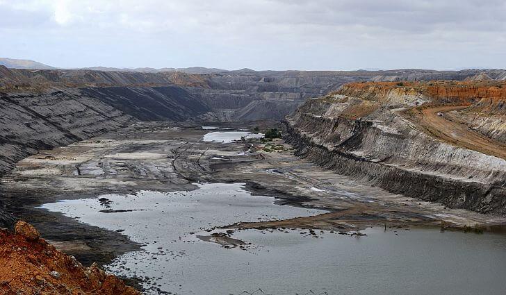 Ťažba uhlia ničí zem a pôdu